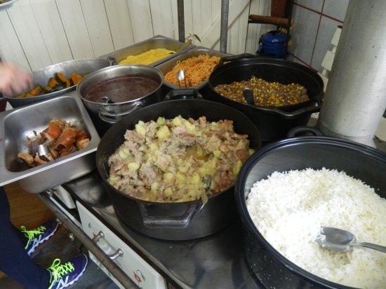 Rio Grande do Sul: Almoço na Pousada: comida típica feita com amor!