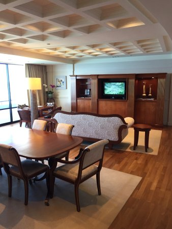 The Royal Hawaiian, a Luxury Collection Resort: Wonderful room, killer views and outstanding service.