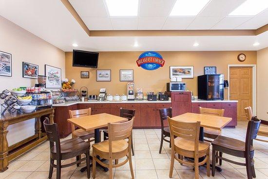 Baymont Inn & Suites Plymouth: Breakfast