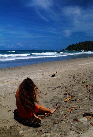 Quepos, Costa Rica: Playa Espadilla Norte. Blog: unachicatrotamundos.com