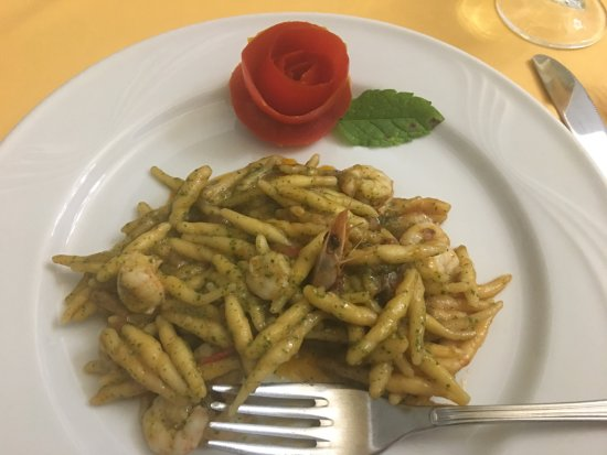 Riposto, Italia: Hand rolled pasta with shrimp