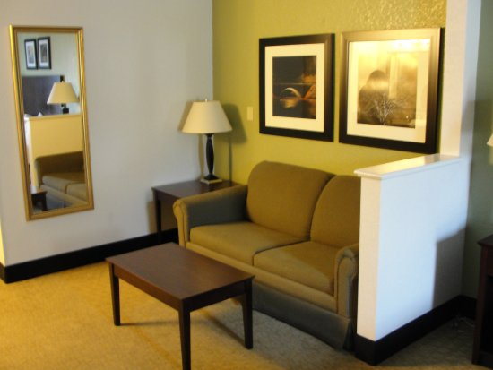 Celina, OH: Love seat, bed