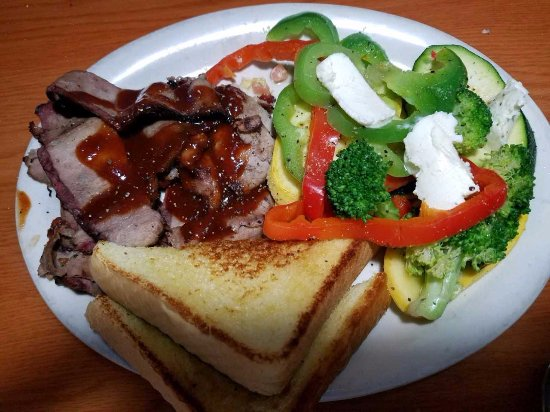 Grants, Nuevo Mexico: Beef Brisket with grilled veggies with extra butter for Steve