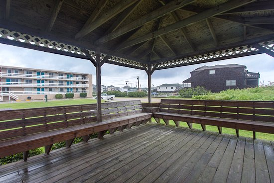 Balcony - Picture of Days Inn & Suites by Wyndham Kill Devil Hills-Mariner - Tripadvisor