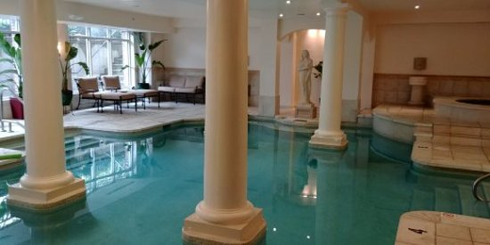 The George Washington a Wyndham Grand Hotel: Roman bath style pool area
