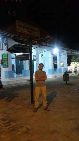 Sunan Bonang Tomb: Halaman masjid Kuno di komplek pemakaman Sunan Bonang