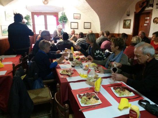 Cervione, France: Plan général de la salle avec les convives