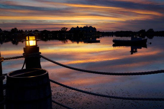 The Villages, Floride : The ever changing colors of the sunset over Lake Sumter