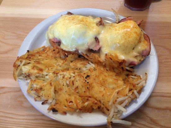 Loula's: Eggs Benedict - yum!