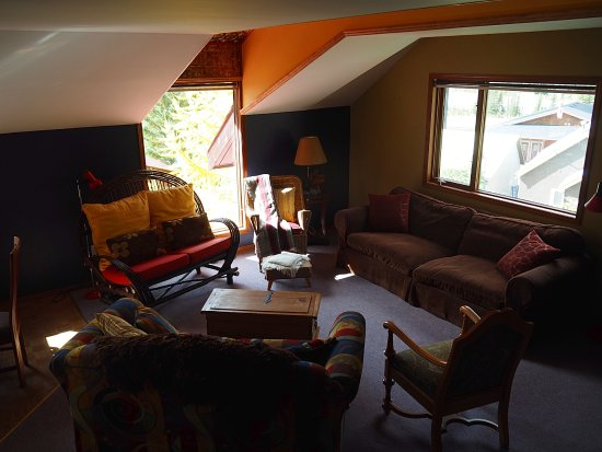 Mt. Burgess Guesthouse: Ranger's Roost Living Room