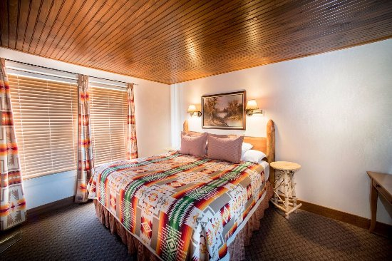 Skaneateles, NY: Finger Lakes Suite Bedroom