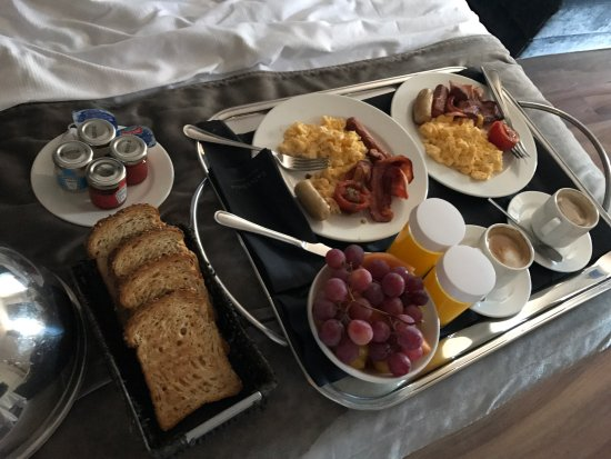 Catalonia Catedral: Amazing breakfast in bed! Delicious and wonderful service from great staff!