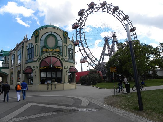 Wijchen, Países Bajos: Het Prater in Wenen met de altijddurende kermis en natuurlijk dat prachtige oude reuzenrad!