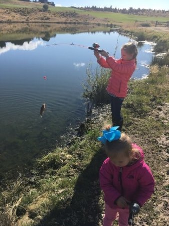 Powell Butte, Oregón: Fishing for all ages!