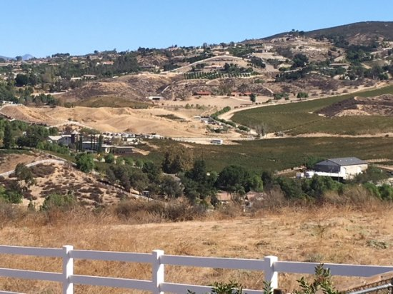 Temecula, كاليفورنيا: the Winery from across the valley