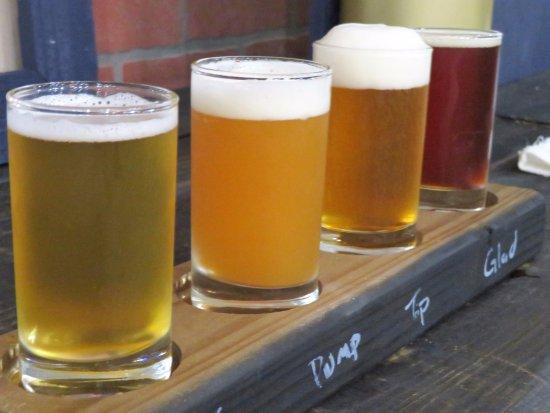 Driftwood, TX: Beer fligths-16 craft brews on tap.