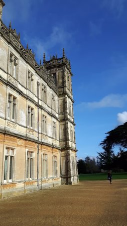 impressive building looked amazing against the blue sky today bild von highclere castle. Black Bedroom Furniture Sets. Home Design Ideas