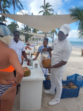 Catalonia Royal Bavaro: Coco Locos in a real coconut on the beach on Tuesdays