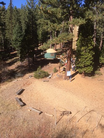 Tahoe City, Kaliforniya: view of the headquarters yurt, from the highest point in the flying squirrel courses
