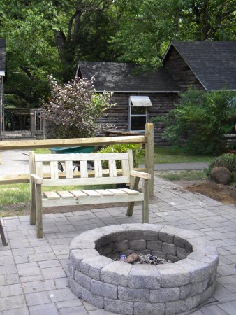 Pemi Cabins : We have two outdoor fire pits with chairs ,picnic tables and charcoal grills in common  areas.