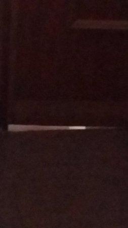 Hotel Parker: Κενό κάτω από την πόρτα