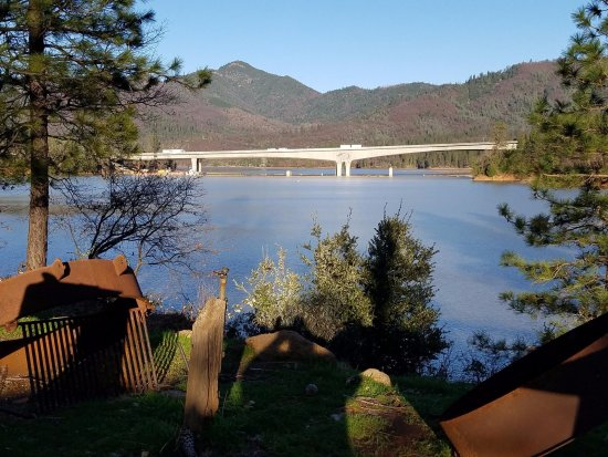 Lakehead, CA: Lakeshore Inn & RV overlooking Shasta Lake