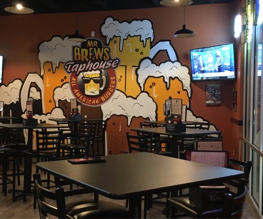 De Pere, WI: Dining area at Mr Brew's