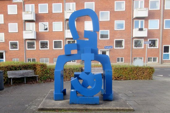 Egon Fischer's blue sculpture