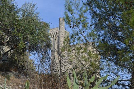 Villeneuve-les-Avignon, Frankrig: Tower from nearby garden