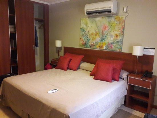 Hotel Jardin de Iguazu: Habitación con cama king size.