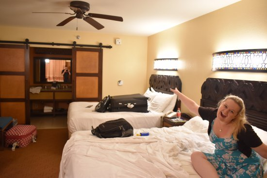Disney's Caribbean Beach Resort : Room 5204.