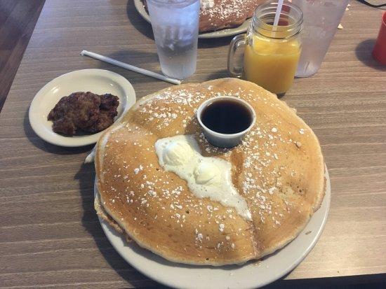 Gilbert, AZ: Pancakes and sausage