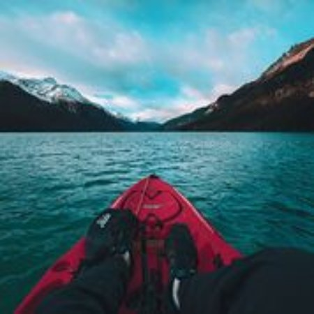 Haines, Αλάσκα: Visitors can enjoy opportunities to kayak the Chilkoot River and commune with nature
