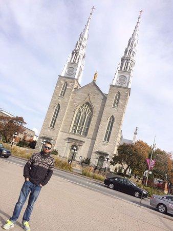Ottawa, Canada: Facahada exterior Basílica de Notre Dame