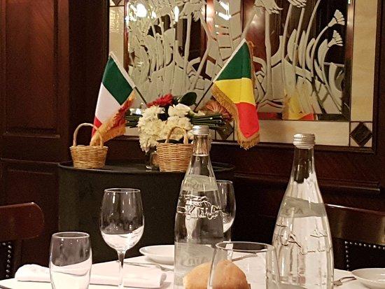 Le Diwan Rabat - MGallery Collection: l'idea delle e 2 bandiere è venuta al cuoco poiché il matrimonio era tra un'Italiana e un Congol