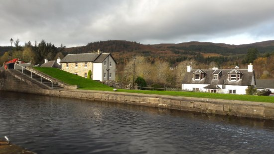 Fort Augustus, UK: love those little houses nearby