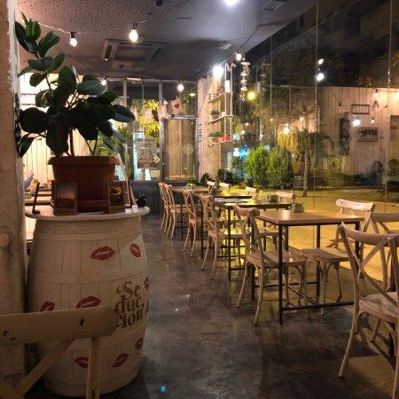 Restaurante garden plaza en granada con cocina otras for Cocinas granada precios