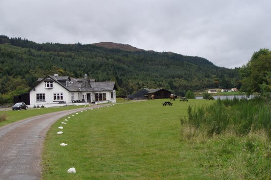 Old Pier House: The road to the house