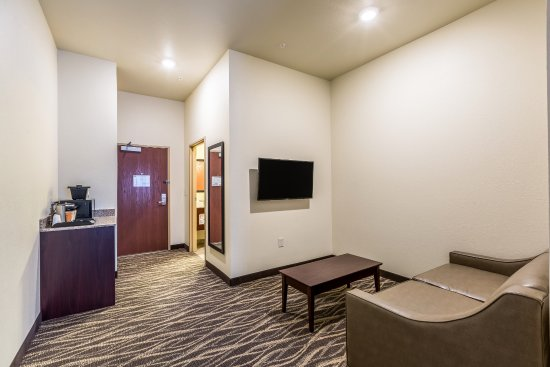 ‪‪Stevens Point‬, ‪Wisconsin‬: Both our King and Queen Studio Guestrooms feature a sitting area that includes a sleeper sofa‬