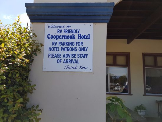 Coopernook, Australia: Free overnight RV parking for customers.