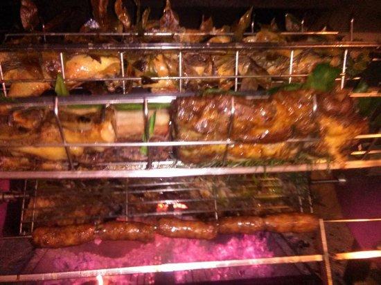Taglio di Po, Italia: allo spiedo salsicce, capocollo, costine ecc....