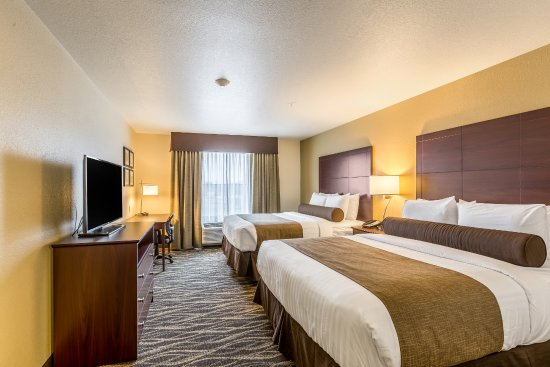 Stevens Point, WI: All of our rooms come with work space, flat panel TVs, & plenty of outlets for your electronics