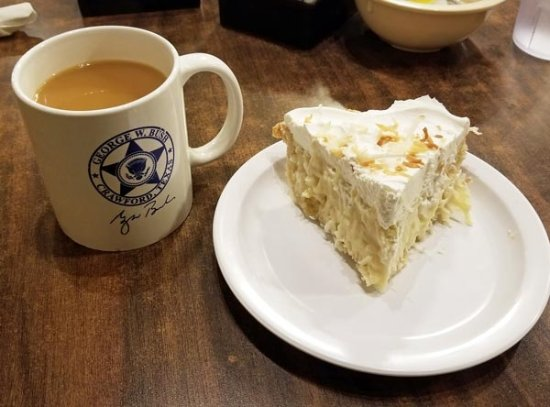McGregor, TX: Coffee and coconut creme pie was yummy