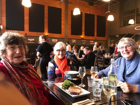 Cambridge, Selandia Baru: Life long friends catching up over lunch