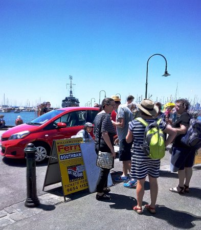Williamstown, Australia: Tourists waiting for the ferry.