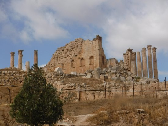 Ruinas de Jerash: Amphitheatre on the hill