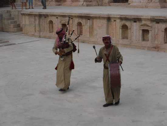 Jerash, Ürdün: Bagpipes & Drums!