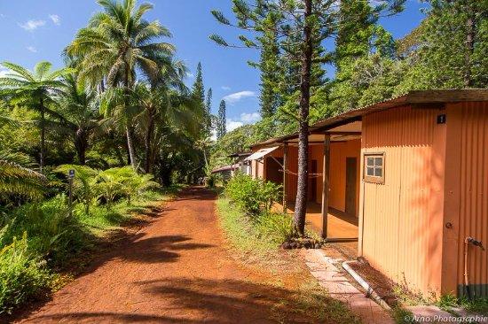 Grande Terre, Nueva Caledonia: Le village de Prony et sa terre rouge