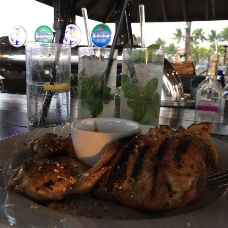 Sunset Bar at Shangri-La's Tanjung Aru Resort and Spa: photo2.jpg