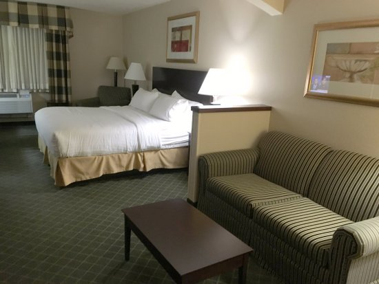 Springfield, OR: King Suite